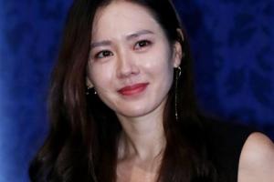 '올해의 여성영화인상' 손예진… 신인상 김태리·감독상 윤가은