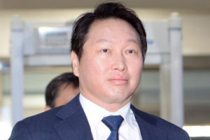 """SK 김창근 회장, 안종범에 """"최태원 사면, 하늘 같은 은혜"""" 문자 메시지"""