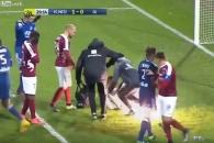 佛 프로축구 경기 중 관중이 던진 폭죽에 골키퍼 부상