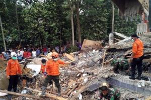 [포토] 인도네시아 서부서 규모 6.5 강진 발생… 20여명 사망