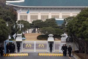 [서울포토] 탄핵 표결 D-2… 긴장감 흐르는 청와대