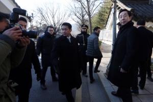 '최순실 국정조사' 국회의원 현장조사 가로막은 청와대 경호실