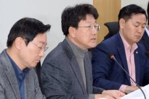 [서울포토]탄핵 소추위원단, 첫 연석회의 참석한 권성동