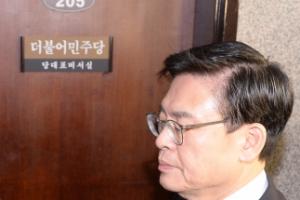 """새누리당 정우택, 3野에 '문전박대'…노회찬 """"문밖에 친박이 기다려"""""""