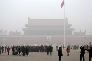 """중국 베이징 시민, 스모그 경보에 """"오염 대책 일회적"""" 비난"""