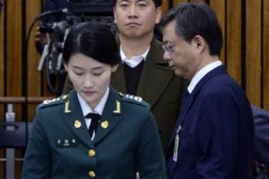 [서울포토] '고개 숙인 두사람'…우병우 전 청와대 민정수석, 증인선서