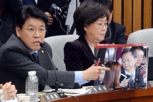 [서울포토] '왜 쳐다봤습니까?'…장제원 새누리당 의원, 우병우 전 청와대 민정수석…