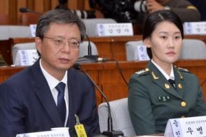 [서울포토] 우병우 전 청와대 민정수석, 국정조사 5차 청문회서 질문에 답변