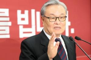 """인명진 """"친박 핵심 나가라""""…친박 """"당 쪼개러 왔나"""" 부글부글"""