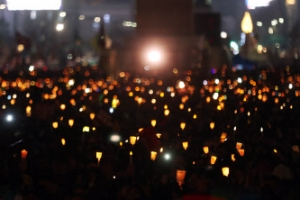 제13차 주말 촛불집회 '재벌총수 구속 수사' 촉구…보수단체 '탄핵무효' 맞불