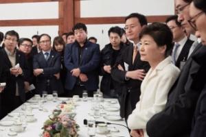 """박대통령 의혹 부인에 야권 """"후안무치한 언행"""" """"복장 터진다"""""""