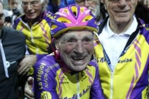106세 佛 할아버지, 자전거 타고 1시간에 22㎞ 달려… 노익장 비결은?