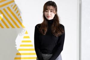 [포토] '개인전' 여는 구혜선, 자신의 작품 앞에서 수줍은 포즈