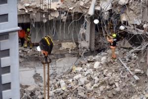[서울포토] 종로구 낙원동 호텔 철거 현장 붕괴사고…소방대원들 구조활동