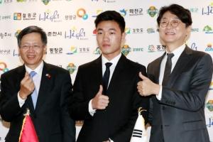 강원 '쯔엉 마케팅'… 베트남 대사관서 입단식