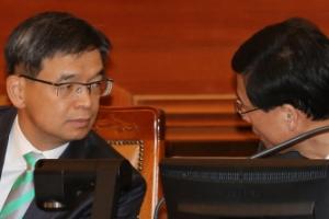 박 대통령측, 탄핵심판 '대리인 전원사퇴' 대신 '변호사 추가선임'
