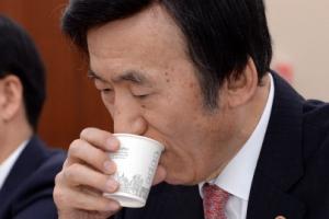 """""""尹외교, 아베 아바타냐…이면합의 의심"""" """"10억엔 내가 요구…돈 내면 사죄한 것"""""""