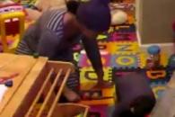 고데기로 2살 아이 학대한 베이비시터