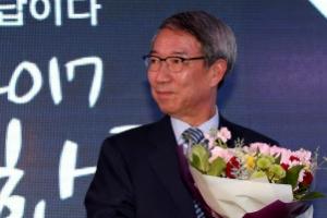 대선출마 정운찬…'정운찬 잡아라' 정당들 뜨거운 러브콜