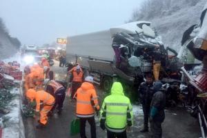 고속도로 교통상황…서해안고속도로 눈길 4중 추돌 사고, 4시간여만에 통행재개