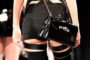 [포토] '속옷이 아슬아슬'… 섹시한 하의실종 패션