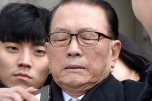 '왕실장'에서 '법꾸라지' 오명으로 추락한 김기춘…결국 구속