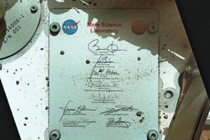 [우주를 보다] 큐리오시티가 화성에서 보낸 오바마의 퇴임 선물은?