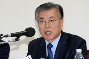 """문재인 """"朴대통령 누드화 전시, 대단히 민망하다"""""""