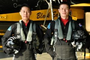 공군 '블랙이글스' 형제 조종사 첫 탄생