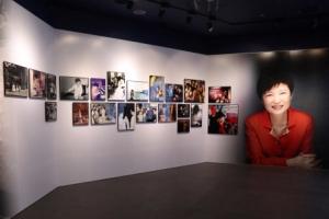 [서울포토] 청와대 사랑채 청와대관의 박대통령 사진들