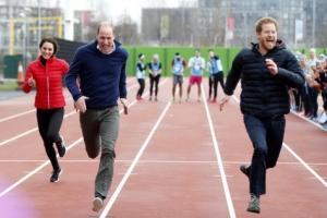 [포토] '형제라도 봐주기는 없어'… 자선행사서 달리기 경주하는 英 왕자들
