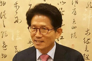 """김문수, '문재인 우표' 완판에 """"가슴 아프다""""…왜?"""