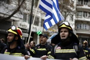 """""""3분의 1 실직 위기""""… 거리로 나선 그리스 소방관들"""