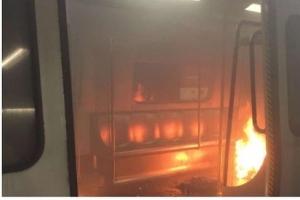 홍콩 지하철 객차서 화염병 투척 화재 아수라장…18명 부상