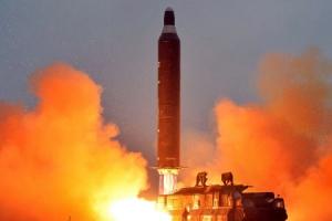 [속보] 북한, 평북 동창리서 동해상으로 미사일 발사