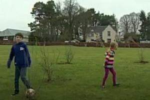 """""""축구장 이용률 저조"""" 그라운드에 나무 심은 스코틀랜드 의회"""