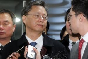 검찰, 청와대 민정수석실 산하 사무실 3곳 압수수색 중