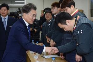[서울포토] 문재인 더불어민주당 전 대표 우체국 방문