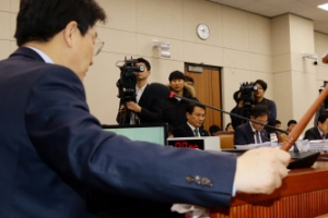 야4당 합의해도…국회 법사위 파행, 갈길 먼 특검 연장법