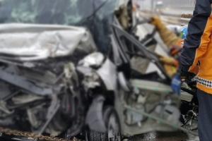 중부내륙고속도로 차량 4대 추돌…일가족 3명 사망