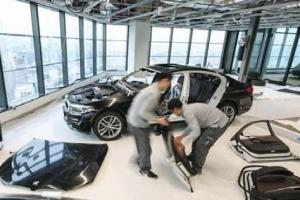 해체했다 다시 조립했다… BMW 뉴 5시리즈 '39층 이송작전'