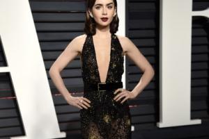 [포토] 릴리 콜린스, 가슴라인 시원하게 드러낸 블랙 드레스