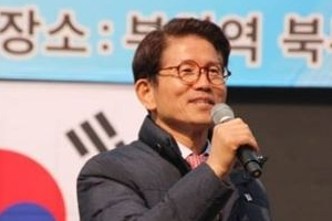 """김문수 """"문재인 우표 완판, 저는 가슴이 아픕니다"""" 왜?"""