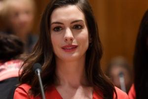 [포토] 연설보다 미모에 눈길이… 앤 해서웨이, '여성의 날' 유엔서 연설