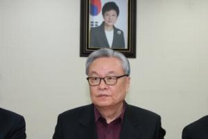 """인명진, 朴과 거리두기…""""당원 일거수일투족 논평하나"""""""