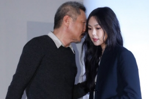 """커플링 낀 홍상수·김민희 """"사랑하는 사이입니다"""""""