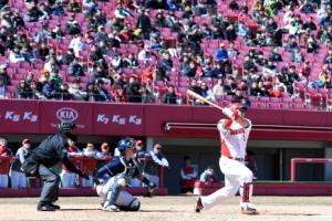 프로야구 시범경기 시작… 홈런 날린 최형우