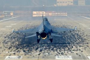 [서울포토] 착륙하는 F-16 전투기