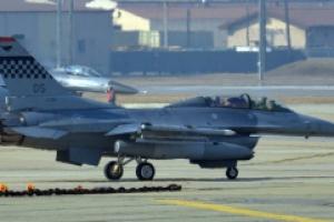 [서울포토] 출격 준비 중인 'F-16 전투기'와 'A-10 지상공격기'