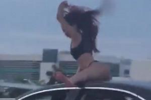 고속도로 차량 지붕 위 트워킹 춤추는 여성 포착